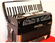 ZERO SETTE MIDI accordion 4 voice 120 Bass 41 keys in excellent condition with new expander