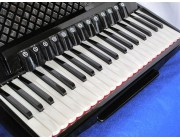 Aliante 4 voice white pearloid key black piano accordion