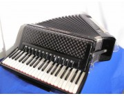New Aliante 4 voice white pearloid key black piano accordion