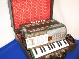 Malysch Russian Folk Accordion with piano keys