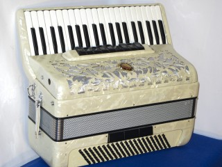 Marinucci Italian 120 bass white accordion